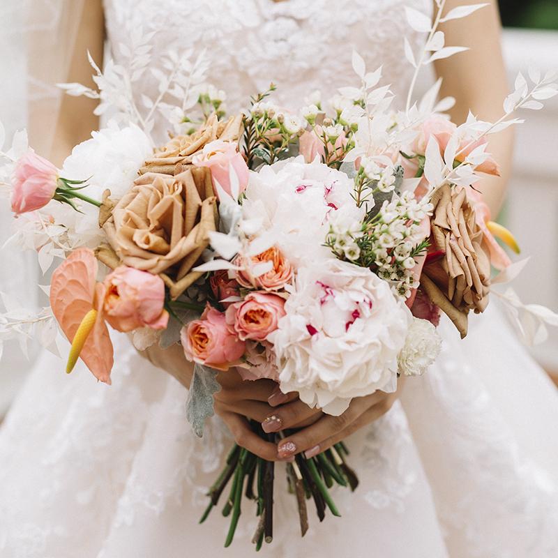 graceful bridal bouquet santorini