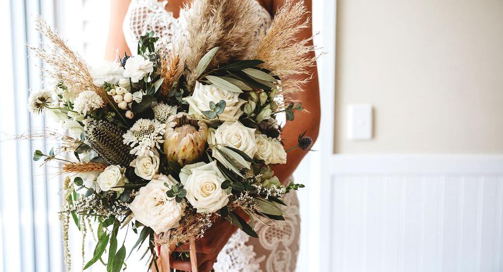 pampas santorini wedding bouquet