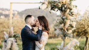 outdoor santorini elopement