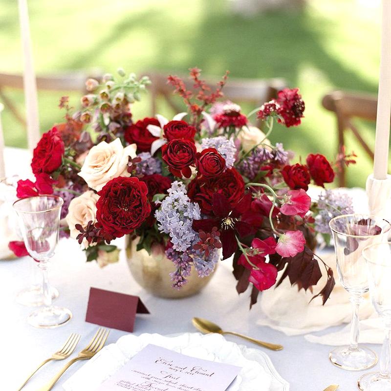 red wedding centeripece santorini