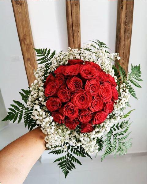elegant red rose bouquet